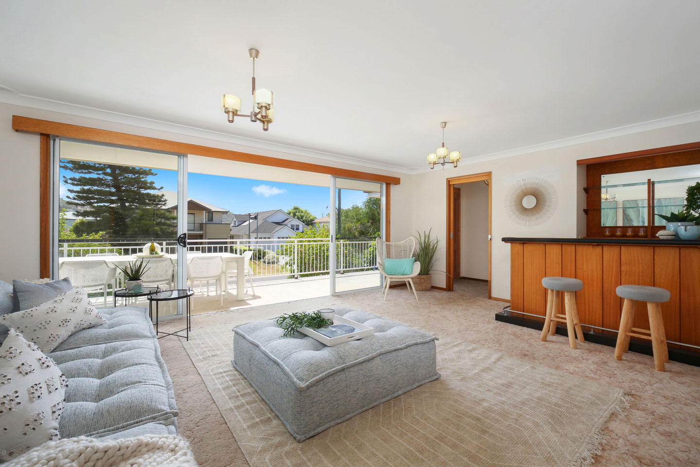 Famous Author to sell North Avoca house - Welcome to The